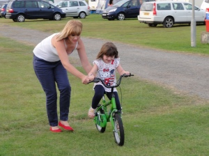 Learning_to_ride_a_bike_at_Sunnysands,_Barmouth__2012_2