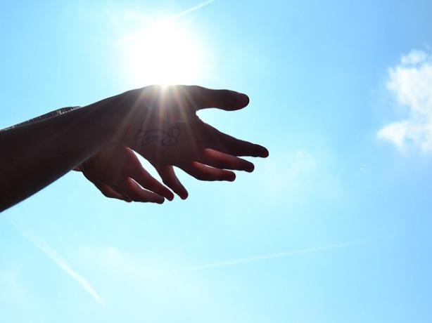 hands-1384735_640